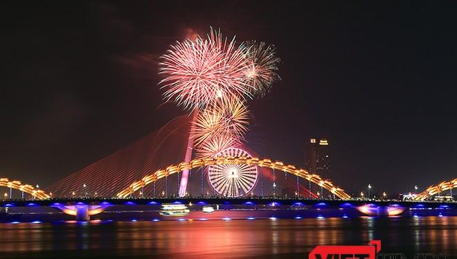Đà Nẵng sẽ bắn pháo hoa chào năm mới từ sà lan trên sông Hàn