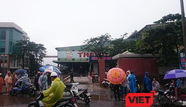 Chiều 15/12, tại cuộc đối thoại với người dân xã Hòa Liên (huyện Hòa Vang) và đại diện hai nhà máy thép gây ô nhiễm là Dana Ý và Dana Úc, lãnh đạo UBND TP Đà Nẵng yêu cầu dừng hoạt động đối với 2 nhà máy này