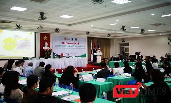 """Sáng 19/12, tại Đà Nẵng, Đại học Đông Á và Hội Khoa học và Công nghệ Lương thực Thực phẩm Việt Nam (VAFoST) cùng Viện Hàn lâm Khoa học và Công nghệ Thực phẩm Thế giới (IUFoST) tổ chức Hội thảo quốc tế """"Công nghệ xanh cho chuỗi thực phẩm sạch""""."""