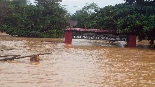 Tính đến sáng 19/12, mưa lũ diễn ra từ ngày đến 12/12-18/12 đã làm 24 người chết, 2 người mất tích, 16 người bị thương; 332 ngôi nhà bị sập; 117.035 ngôi nhà bị ngập;...ước thiệt hại gần 800 tỷ đồng.