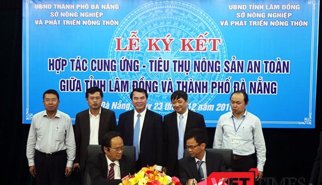 Sở NN & PTNT Đà Nẵng và tỉnh Lâm Đồng ký kết thỏa thuận trong cung cấp và tiêu thụ sản phẩm rau sạch, rau an toàn cho TP Đà Nẵng dưới sự chứng kiến của lannhx đạo UBND TP Đà Nẵng và tỉnh Lâm Đồng