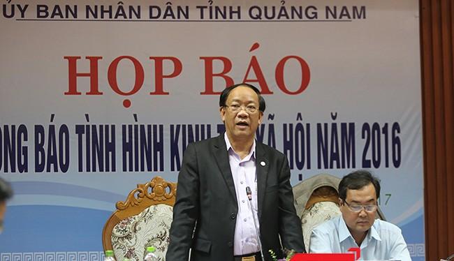 ông Đinh Văn Thu, Chủ tịch UBND tỉnh Quảng Nam chủ trì buổi Họp báo