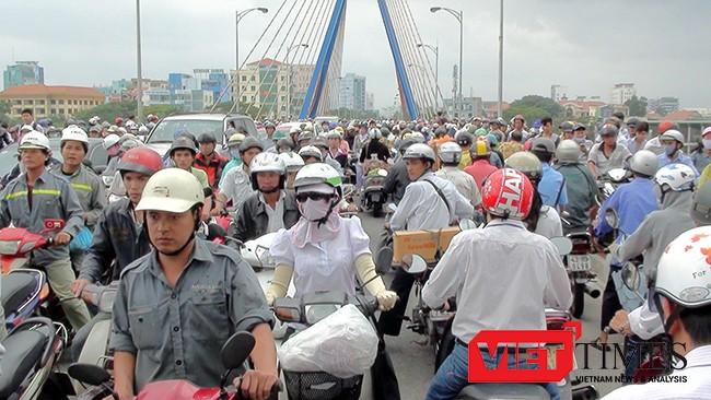 Đà Nẵng đang đối mặt với tình trạng kẹt xe vào giờ cao điểm đã bắt đầu xuất hiện tại một số khu vực trung tâm thành phố.