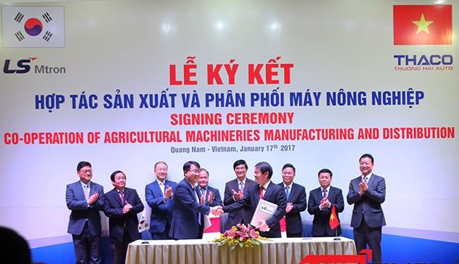 Sáng 17/1, Thaco Trường Hải đã ký kết hợp tác sản xuất và phân phối máy nông nghiệp với Tập đoàn LS'Mtron, một tập đoàn sản xuất máy nông nghiệp lớn nhất Hàn Quốc