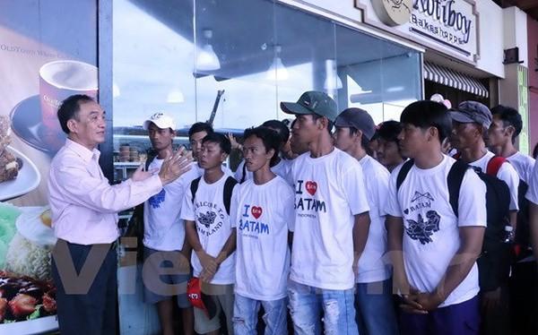 Ngày 17/1, tại Sân bay quốc tế Soekarno Hatta (Indonesia), 70 ngư dân trong tổng số 165 ngư dân Việt Nam bị bắt giữ do vi phạm vùng biển của Indonesia trong khi đánh bắt hải sản đã được trao trả về nước ăn Tết Đinh Dậu
