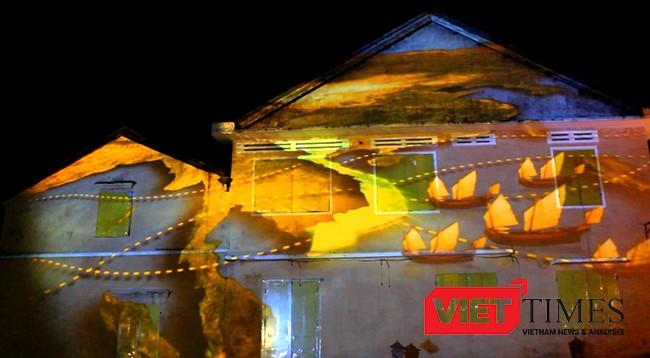 Đô thị cổ Hội An trở nên khác biệt với những hình ảnh 3D nghệ thuật của Lễ hội ánh sáng-Hoi An Light Festival lần đầu tiên được tổ chức.