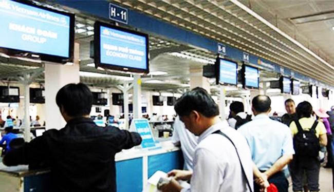 Việt Nam đã đón những du khách nước ngoài đầu tiên đến du lịch bằng thị thực điện tử sau khi Nghị định 07/2017/NĐ-CP của Chính phủ có hiệu lực từ ngày 1/2/2017.