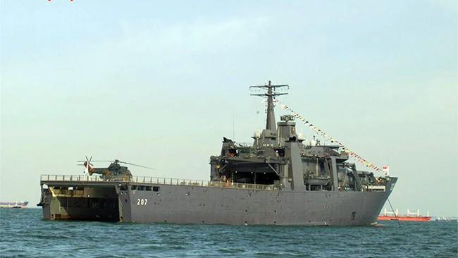 Hạm đổ bộ Hải quân Singapore tàu RSS ENDURANCE đến thăm Cam Ranh