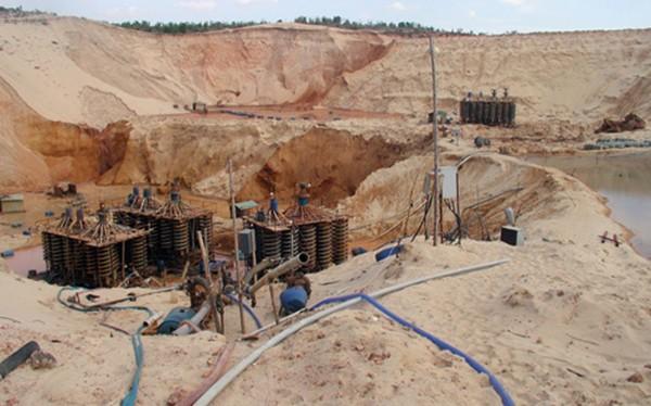 UBND tỉnh Bình Thuận vừa gửi văn bản đề nghị Bộ TN-MT chưa xem xét cấp phép đối với Dự án khai thác khoáng sản titan tại xã Hòa Thắng (huyện Bắc Bình).