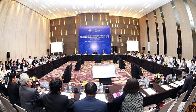 Hội nghị lần thứ nhất các quan chức cao cấp APEC (SOM 1) và các cuộc họp nhóm liên quan đã đi vào kết thúc và đưa ra nhiều kiến nghị, sáng kiến mới để thúc đẩy hợp tác trên nhiều lĩnh vực.