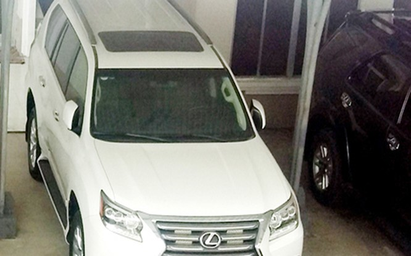 Chánh Văn phòng UBND tỉnh Cà Mau vừa cho biết, sáng ngày 3/3, UBND tỉnh Cà Mau đã trả lại 2 xe ôtô Lexus cho doanh nghiệp tặng trước đó.