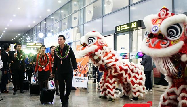 Trưa 27/3, Hãng hàng không Jetstar Pacific đã chính thức khai trương đường bay Đà Nẵng-Hồng Kông bằng máy bay Airbus A320 loại 180 ghế hạng phổ thông.