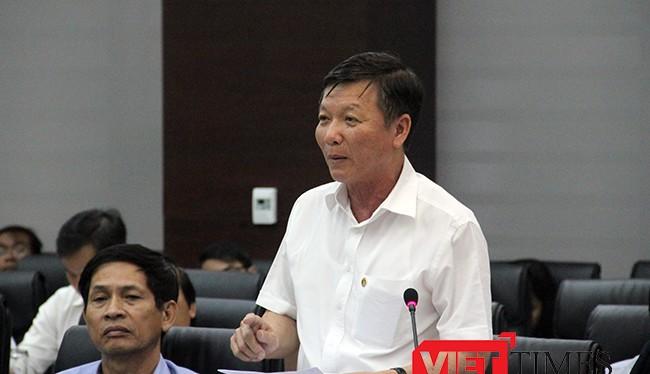Ông Lê Văn Trung, Giám đốc sở Giao thông vận tải (GTVT) TP Đà Nẵng trả lời câu hỏi của phóng viên tại buổi Họp báo