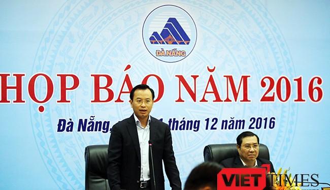 Bí thư Thành ủy Đà Nẵng Nguyễn Xuân Anh phát biểu chỉ đạo tại một cuộc Họp báo định kỳ của TP Đà Nẵng