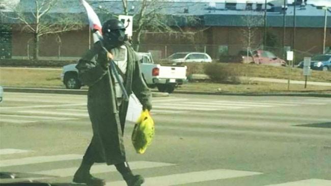 Game thủ hóa trang thành nhân vật game Fallout gây náo loạn trên phố.