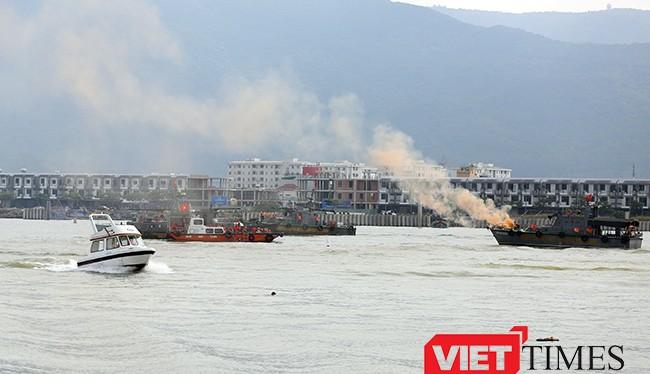 Trong chương trình Đối tác Thái Bình Dương năm 2017 (PP17) diễn ra tại Đà Nẵng, sáng 13/5, hải quân 2 nước Việt Nam, Hoa Kỳ và các nước tham gia gồm Anh, Australia, Nhật Bản đã cùng diễn tập ứng phó sự cố tràn dầu trên sông Hàn.