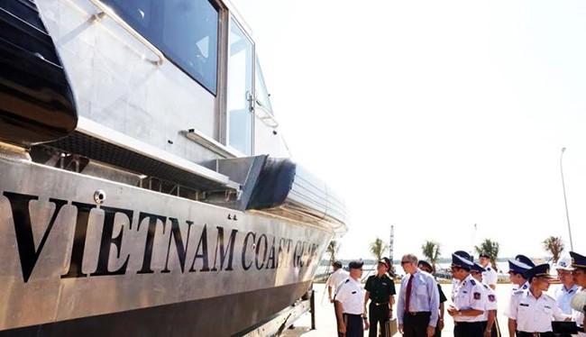 Ngày 22/5, tại Cảnh sát biển Vùng 2 (Quảng Nam), Đại sứ Hoa Kỳ tại Việt Nam Ted Osius đã bàn giao 6 tàu tuần tra Metal Shark 45-foot cho Cảnh sát biển Việt Nam.