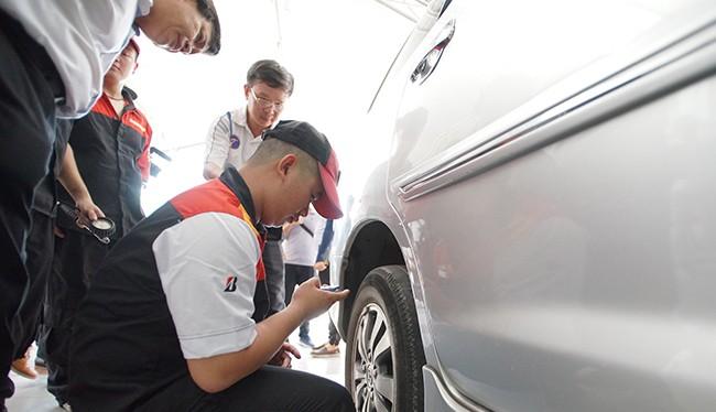 Các lái xe sẽ được trải nghiệm cùng các kỹ thuật viên trong các bước chăm sóc xe, tháo lắp và lốp bằng các bài thực hành kỹ năng thực tế