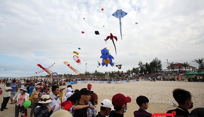 Trong khuôn khổ Festival Di sản Quảng Nam lần thứ VI năm 2017, từ ngày 8/6-10/6, tại phường Cẩm Nam (TP Hội An) và bãi biển Tam Thanh (TP Tam Kỳ, Quảng Nam) đã diễn ra Festival Diều quốc tế Quảng Nam năm 2017.