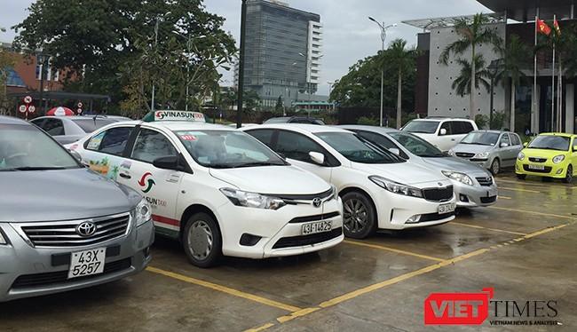 Sở Giao thông vận tải Đà Nẵng vừa cho biết, trong thời gian chờ xây dựng các bãi đỗ xe tập trung có quy mô lớn, trước mắt Đà Nẵng sẽ triển khai trông giữ xe có thu phí tại 6 điểm trên đia bàn