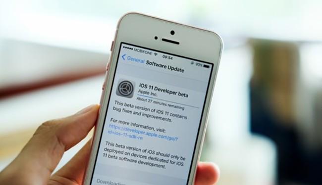Một nhóm nhà nghiên cứu của Tencent đã jailbreak thành công iOS 11 Beta dù rằng phiên bản này chỉ vừa được ra mắt cách đây không lâu.