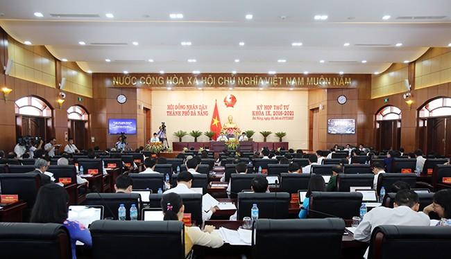 Sáng 5/7, HĐND TP Đà Nẵng khóa IX, nhiệm kỳ 2016-2021 đã khai mạc kỳ họp thứ 4 với nhiều nội dung quan trọng cần được giải quyết đã được đưa ra.