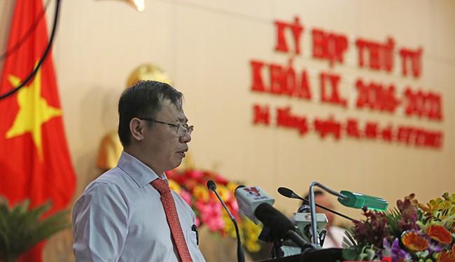 Theo ông Vũ Quang Hùng-Giám đốc Sở Xây dựng Đà Nẵng, từ tháng 10/2015, tất cả công trình cao tầng trên địa bàn Đà Nẵng phải có bãi đỗ xe mới được cấp phép, nhưng thực tế hoàn toàn khác