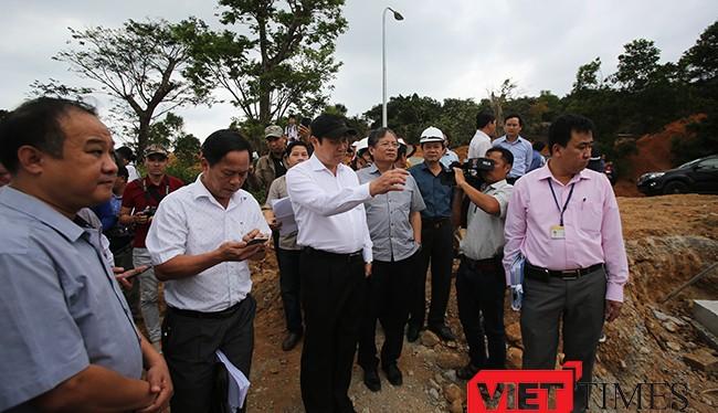 Ông Huỳnh Đức Thơ, Chủ tịch UBND TP Đà Nẵng và các cơ quan chức năng đi kiểm tra dự án Khu du lịch Biển Tiên Sa băm nát rừng Sơn Trà