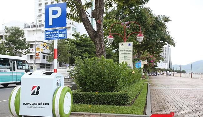 Chiều 22/7, UBND quận Hải Châu (TP Đà Nẵng) và Bridgestone Việt Nam chính thức đưa thùng rác thông minh vào hoạt động tại các tuyến đường du lịch trên địa bàn quận này.
