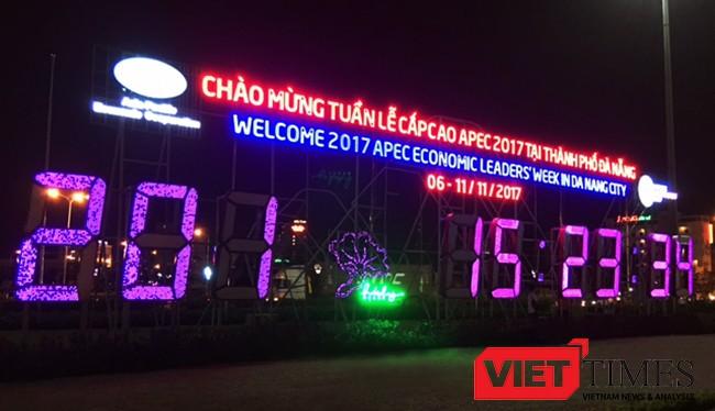 TP Đà Nẵng vừa quyết định phê duyệt Đề án kinh phí gần 40 tỷ đồng để thí điểm thay thế hệ thống chiếu sáng công cộng trên địa bàn bằng đèn LED để phục vụ APEC. Ảnh: Xuân Mai.