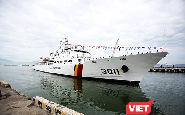 Sáng 4/9, tàu Badaro hô hiệu 3011, thuộc lực lượng Bảo vệ bờ biển Hàn Quốc đã cập cảng Tiên Sa, chính thức chuyến thăm hữu nghị Đà Nẵng trong 4 ngày.