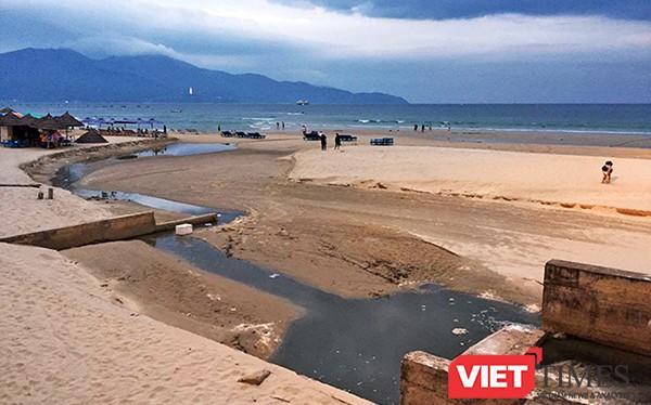 Tình trạng nước thải ô nhiễm tấn công bãi biển du lịch Đà Nẵng thường xuyên xảy ra