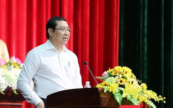 Chủ tịch UBND TP Đà Nẵng Huỳnh Đức Thơ cho rằng, sau những sự việc xảy ra tại Đà Nẵng trong thời gian qua, cán bộ công chức nên tập vào công việc, không nên bàn đến chuyện của người khác, nhất là chuyện nhân sự lãnh đạo TP