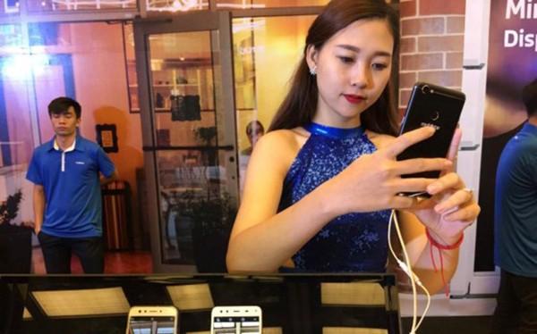 Smartphone sử dụng màn hình vô cực và camera kép với nhiều cải tiến vượt trội