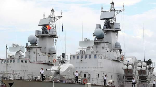 Sáng 9/10, Tổng công ty Ba Son (Tổng cục Công nghiệp quốc phòng) đã bàn giap 2 tàu tên lửa 'Tia chớp' mang số hiệu HQ 382 và HQ 383 cho Lữ đoàn 167, Bộ Tư lệnh Vùng 2 Hải quân (Ảnh Thời Đại-TNO)