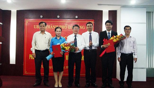 Sáng 12/10, UBND TP Đà Nẵng tổ chức công bố quyết định bổ nhiệm chức vụ 02 Phó giám đốc Sở Thông tin và Truyền thông TP (Ảnh Khánh Hưng)