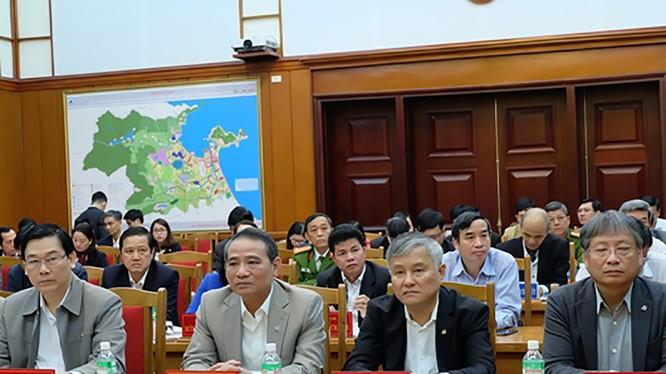 Ông Trần Thanh Vân, Ủy viên Ban Thường vụ, Trưởng Ban Nội chính Thành ủy (thứ 2 từ phải qua) vừa bị kỷ luật Cảnh cáo vì những vi phạm quy định về thẩm quyền nhiệm vụ. Ảnh dangbodanang.vn
