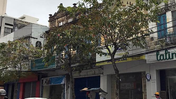 Ngôi nhà màu vàng (thứ hai từ phải) ông Hồ Ánh nhận ủy quyền để sử dụng - Ảnh: PV