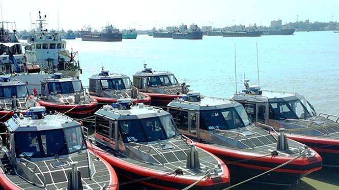 Trong khuôn khổ chuyến thăm của Phó Đô đốc Fred M. Midgette, Tư lệnh lực lượng Tuần duyên Hoa Kỳ đến Việt Nam, phía Hoa Kỳ đã chuyển giao 6 xuồng tuần tra Metal Shark cho lực lượng Cảnh sát biển Việt Nam (ảnh metalsharkboats.com)