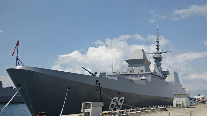 Tàu khu trục RSS INTREPID của Hải quân Singapore (ảnh: Wikimedia Commons)