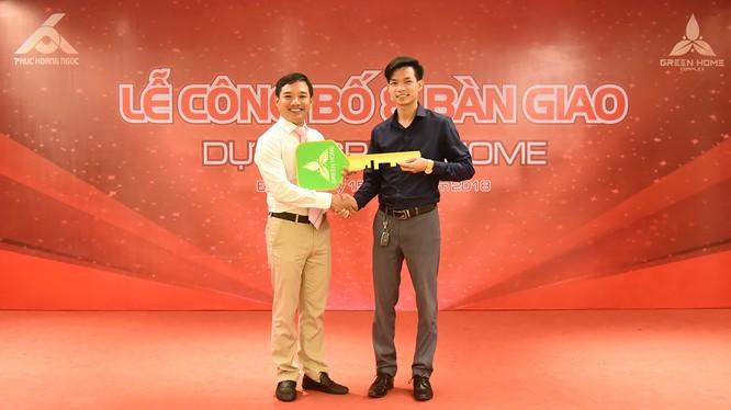 Chiều 15/7, Công ty Phúc Hoàng Ngọc đã tiến hành công bố và bàn giao Dự án nhà phố liền kề Green Home cho khách hàng như đã cam kết trước đó.