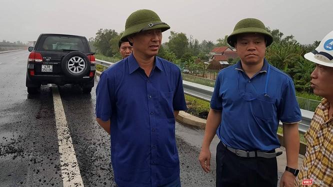 Thứ trưởng GTVT Lê Đình Thọ trong chuyến kiểm tra đột xuất chiều 13/10 trên cao tốc Đà Nẵng - Quảng Ngãi.
