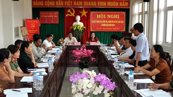 Ủy ban Kiểm tra Tỉnh ủy Phú Yên tại Hội nghị sơ kết công tác kiểm tra, giám sát và kỷ luật Đảng (Ảnh: XUÂN HIẾU)