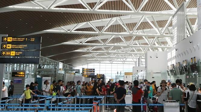 Khách du lịch đến Đà Nẵng bằng đường hàng không tăng mạnh