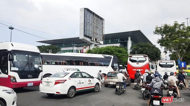 Xe khách loại trên 30 chỗ lưu thông tại khu vực trung tâm TP Đà Nẵng