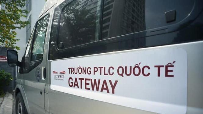 Xe đưa đón trẻ đến trường của trường Gateway