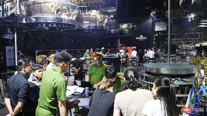 Lực lượng Công an TP Đà Nẵng kiểm tra bên trong Vũ trường New Phương Đông trong chuyên án đấu tranh phòng chống tội phạm ma túy trên địa bàn