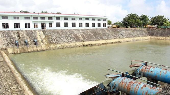 Nhà máy nước Cầu Đỏ (Đà Nẵng) trong một tình huống thiếu nước do bị nhiễm mặn