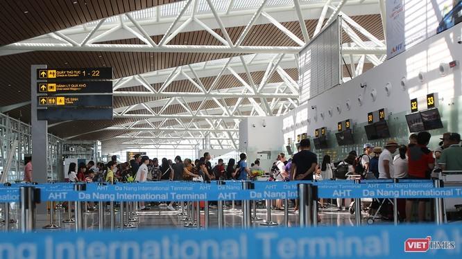 Sân bay quốc tế Đà Nẵng luôn đón lượng lớn du khách Trung Quốc nhập cảnh vào Việt Nam vừa phát hiện 2 du khách có biểu hiện sốt bất thường