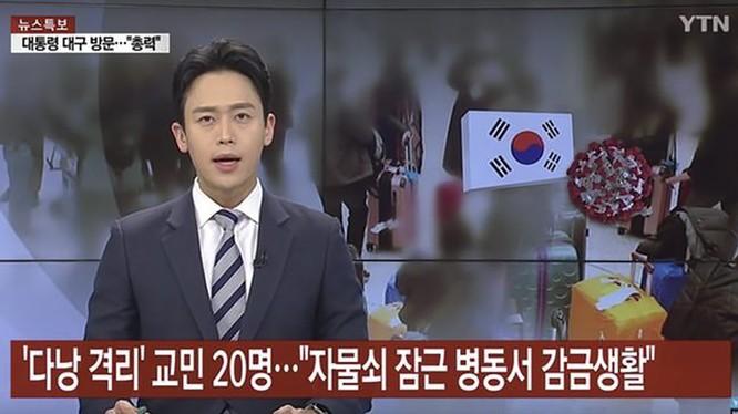 Bản tin của đài truyền hình YTN Hàn Quốc chê khu cách ly dịch bệnh COVID-19 tại bệnh viện bẩn thiểu và cho dùng những thức ăn ít ỏi, gây bức xúc dư luận (ảnh chụp màn hình YTN)